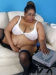 Supersized SSBBBW ebony gets off on her webcam