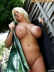 Big Busty mom,big tits,mature, boobs-www.chestymoms.com