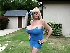 Massive titted mature lady gives titjob POV