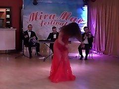 Cougar abdomen dance