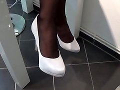 Nylon Footplay With Milky highheels