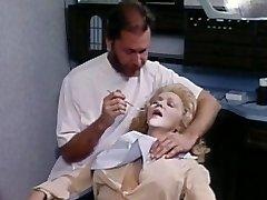 Jennifer Welles in njen zobozdravnik