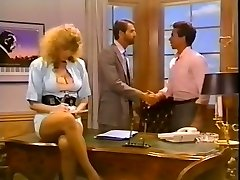 Hussy secretary gets her pussy porked on the boss's table