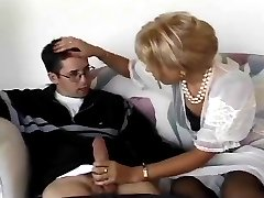 Elegants blonde milf
