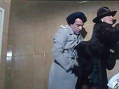 Barbara Bouchet u 40 GRADY sve&амп;#039;ОМБРА del LENZUOLO 1976