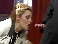Najboljša XXX poteze iz krasen klasičnih porno zvezda Laure Sainclair