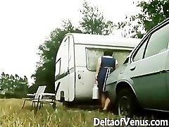 Retro Porno 1970s - Furry Brunette - Camper Coupling