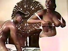 Klasična Ebony Ayes