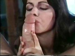 Brigitte Monet dubokog grla tip s njom crno donje rublje na