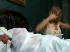 Prsat blondína šľachtičnej v prdeli