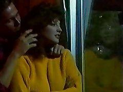 ליסה מלנדז ופיטר נ גופים חמים
