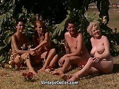 Kailu Meiteņu Jautri pie Nūdistu Kūrorts (1960 Vintage)