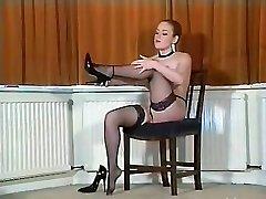 Seksi busty British pantyhose teaser