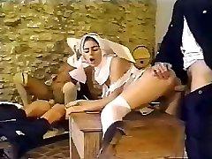 Netīrās policisti busted, kam ir intīma lieta, ar seksīgām mūķenēm