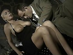 Italian babe does caboose-to-mouth in this vintage clip