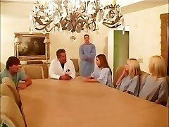 Debbie Jde Do Léčebny - Scéna 2