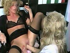 sandra fox, fisting in lezbična zabava z drugimi ženskami 03