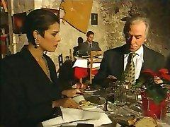 Elegante italiano Maduro traindo marido em restaurante