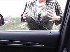 Misterous大胸部成熟在车