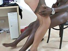 Σέξι Ξανθιά MILF να Την γαμάει ο Μαύρος Εραστής!!!!!!!