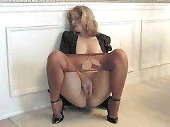 Sammi si masturba in collant 040
