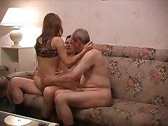 med sin fars hustru knullade