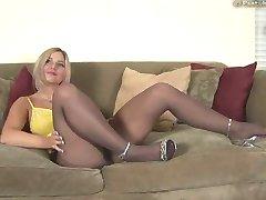 دختر داغ در جوراب شلواری