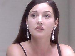 مونیکا بلوچی, برهنه - تحت سوء ظن