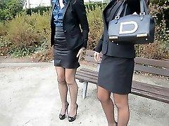 2 نوجوان زن سروری, شکنجه, جوراب ساق بلند & garterbelt