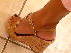 perfekta ben och fötter weedge högklackat