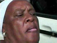 Granny Ebano 68 y Vecchio cazzo giovane bbc