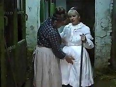المانی, مادربزرگ