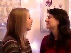 Ljubitelj djevojke poljupce
