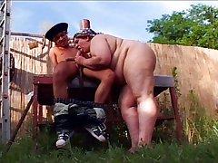 چرب واژنی لذت در باغ