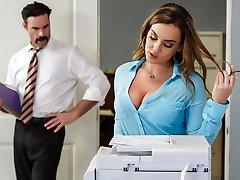 Natasha Nice & Charles Dera در دفتر شروع - Brazzers
