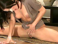 Esnek Jimnastikçi & Çılgın Pozisyon alır Orgazm