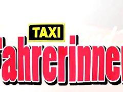 Deutschlands geilste تاکسی Fahrerinnen