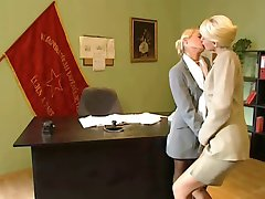 Blond Office Lesbiska