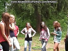 Anální prstoklad na college sex party