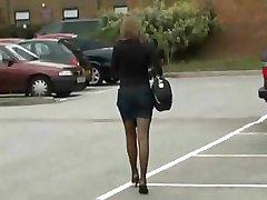 Žmona atneša į namus šiek seksualus apatinis trikotažas gauti jos vyras susijaudinęs
