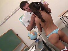 Nezbedné Školáčky Chce, aby Jej Učiteľa, Cum