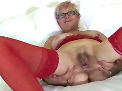 Raudonos Kojinės Granny Pleasuring ant Lovos BVR