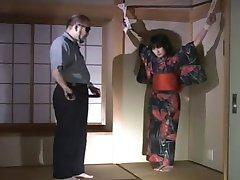 स्तन के साथ एक जापानी M