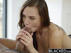 BLACKED Aidra फॉक्स लेता है एक काले राक्षस मुर्गा