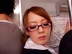 Hitomi Tanaka spēcīgs blowjob autobusu