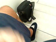Jobu maha ja Cum avaliku toilette