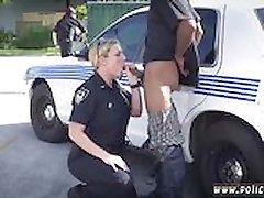 Policajt strapon chlap Sme urobili podozrenie, vyzliecť