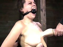 Ballgagged BDSM fetish sub tieten gepompt