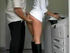 Amateur Milf zadek v prdeli v kanceláři