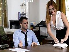 Slastni urad dekle banged ji coworker v pisarni